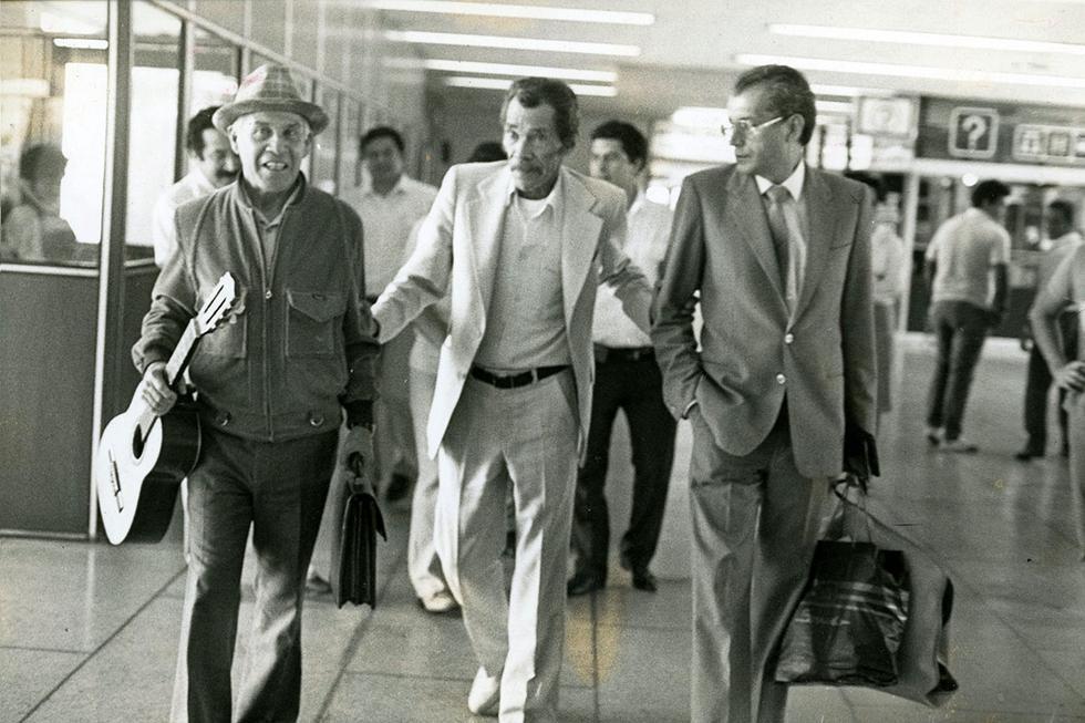 El personaje de Ramón Valdés era el alma de la Vecindad del Chavo, así que fue una tristeza muy grande cuando abandonó el programa en 1979 (junto con Kiko). Ramón Esteban Gómez Valdés y Castillo o 'Don Ramón', también era conocido como 'Monchito' o 'Ron Damon', como lo llamaba el chavo – interpretado por Chespirito -, trabajó junto a Roberto Gómez Bolaños hasta fines de la década de 1970, cuando eligió retirarse del elenco para buscar otros horizontes al lado de Carlos Villagrán, el popular Kico.