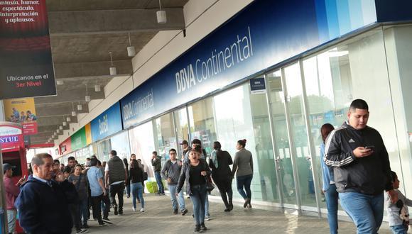 Martín Vizcarra anuncia que bancos y centros comerciales extenderán horario de atención. (Foto: GEC)