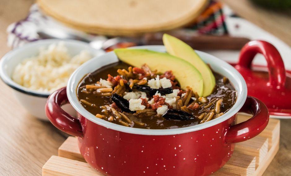 Si no tienes frijoles negros, puedes usar el de tu preferencia para preparar esta sopa. (Foto: Kiwilimón)