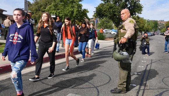 Los disparos se produjeron esta mañana en la secundaria Saugus, en Santa Clarita, 65 kilómetros al norte de Los Ángeles. (Foto: AFP)