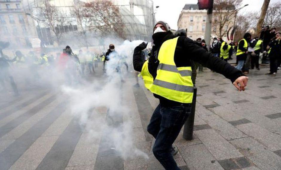 Acciones ponen en evidencia las consignas de reactividad que han recibido las fuerzas del orden para gestionar las concentraciones y evitar escenas de guerrilla urbana. (Foto: EFE)