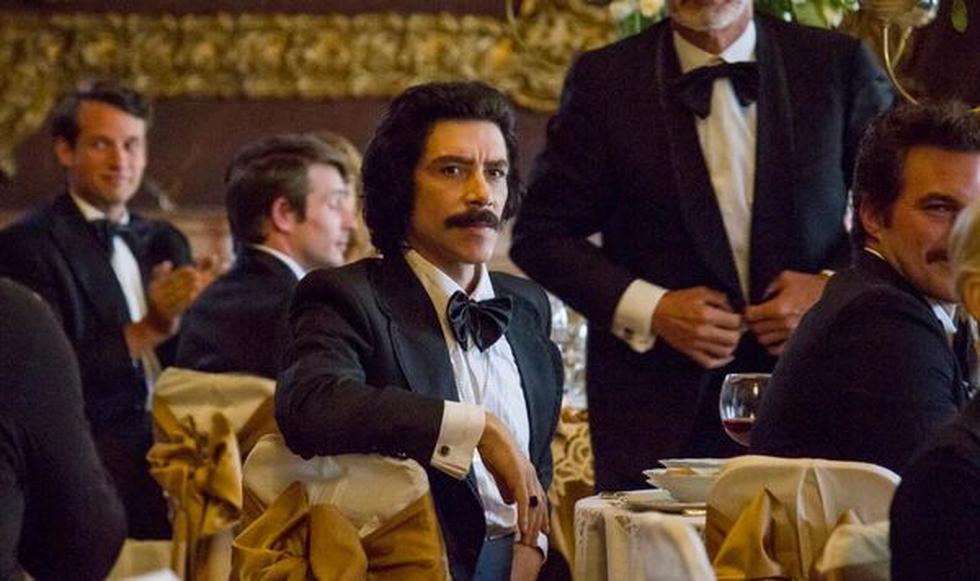 El actor Óscar Jaenada le da vida al personaje de Luisito Rey, padre de Luis Miguel. (Créditos: Captura de imagen)