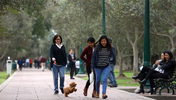 Se inició la estación de primavera; sin embargo, el Senamhi informó que la sensación de frío y humedad en Lima se mantendría aún por varias semanas. (Foto: GEC)