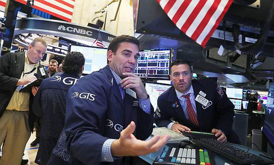 El índice industrial Dow Jones subía 1.07% hasta 25,813.56 puntos este lunes. (Foto: AFP)
