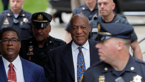 Bill Cosby acompañado de su portavoz Andrew Wyatt. | Foto: Reuters