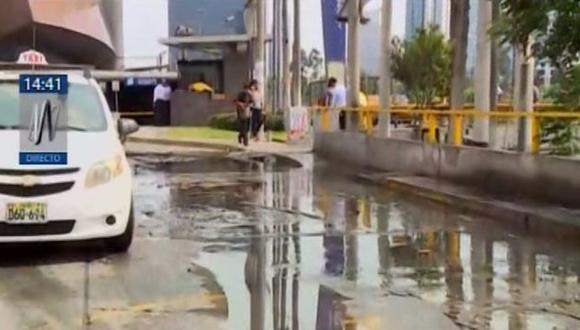 Esta tarde, un nuevo aniego se registró la cuadra 25 de la avenida Paseo de la República, en el distrito de La Victoria. (Foto: Canal N)