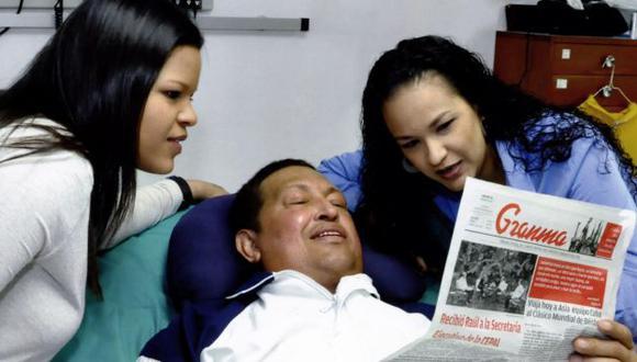 EN LA HABANA. La imagen del presidente junto a sus hijas habría sido tomada el último jueves. (Gobierno de Venezuela)