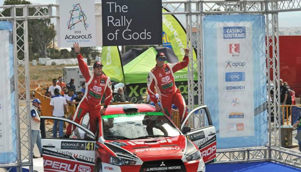 Fuchs celebra junto a su copiloto este nuevo triunfo. (Facebook de Nicolás Fuchs/André Lavadinho)