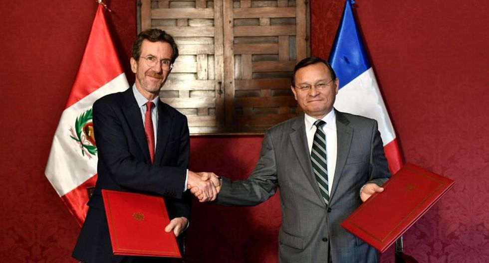 El acuerdo fue suscrito por el ministro de Relaciones Exteriores del Perú, Néstor Popolizio, y el embajador de Francia en Perú, Antoine Grassin. (Facebook)