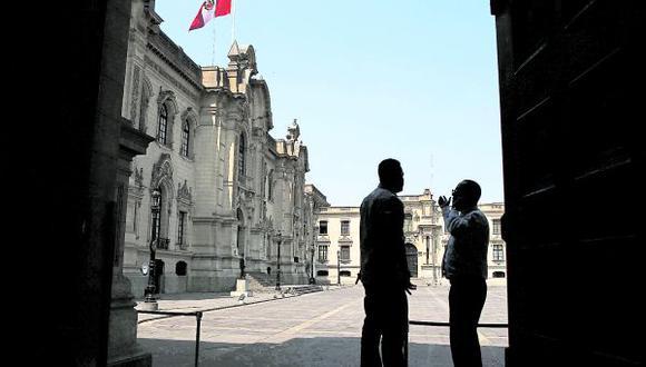 Al iniciarse la vida republicana, la antigua Casa de los Virreyes se convirtió en la Casa de Gobierno de la República del Perú. El Palacio ocupa un área aproximada de 19,208 metros cuadrados (GEC).