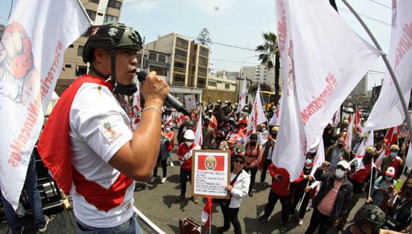 Alex Segura durante durante la movilización que se realizó hoy por el aniversario de las Fuerzas Armadas. (Foto: cortesía)