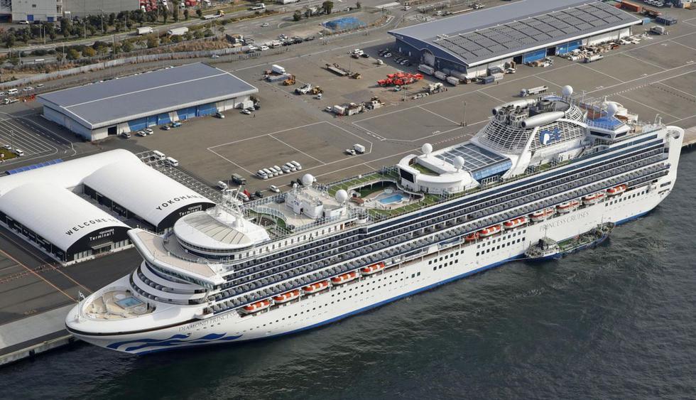 Cientos de turistas siguen bloqueados por el coronavirus en Yokohama. Las autoridades de Japón reportaron 41 nuevos casos de contagio en el crucero Diamond Princess. (AP).