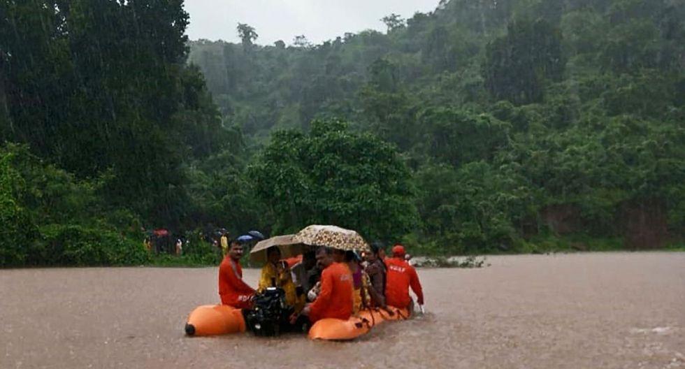 Las fuertes lluvias que cayeron en Bombay causaron el sábado la cancelación de 11 vuelos que salían del aeropuerto internacional de la capital financiera de India. (Foto: AFP)