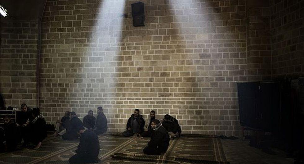 En las mezquitas tradicionales las mujeres son apartadas de los rezos. (AFP)