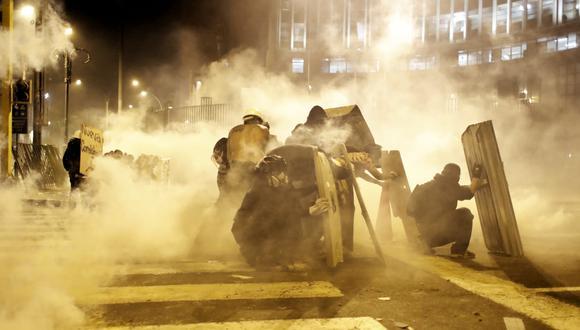 Uno de los puntos donde ocurrieron los enfrentamientos entre manifestantes y policías fue el cruce de las avenidas Abancay y Nicolás de Piérola. (Foto: César Campos).