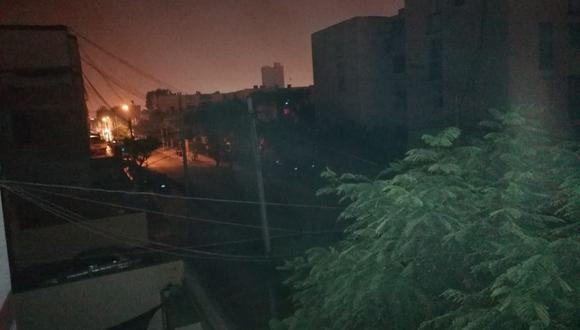 Vecinos reportan apagón en zonas de San Miguel y Magdalena. (Foto: Samantha Aguilar)