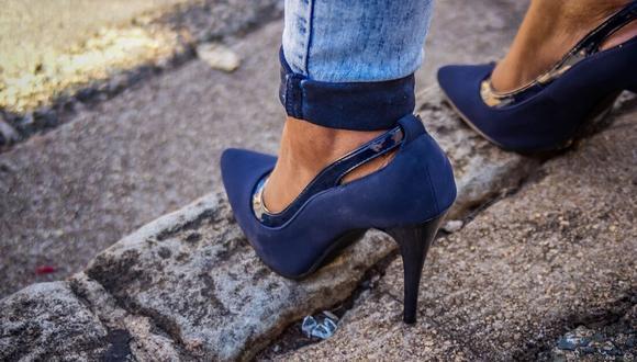 Las consecuencias de llevar este tipo de zapatos, van desde callosidades, juanetes, espolón calcáneo, dolor lumbar, artrosis y daños en el tobillo. (Foto: Pixabay)