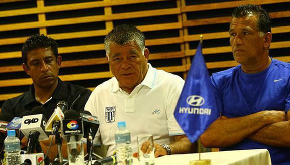 Arrué dio una conferencia junto a su comando técnico. (Daniel Apuy)