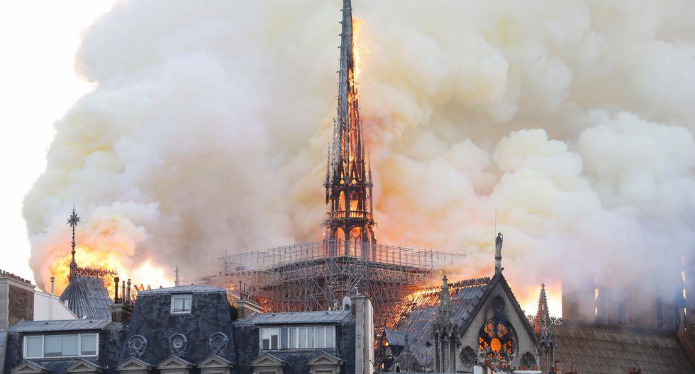 Bomberos en el lugar informaron que el fuego se podría haber originado durante las labores de rehabilitación del edificio. (AFP)