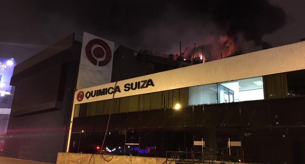 Se incendia edificio Deltron. (Andrés Paredes)