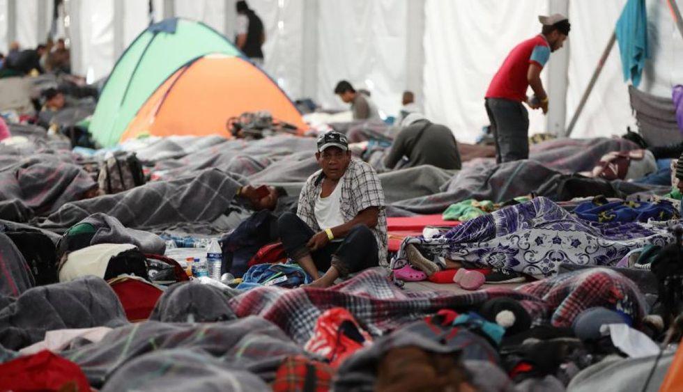 Miles de centroamericanos que sueñan con llegar a Estados Unidos llegaron a México y reciben ayuda de las autoridades. (EFE)
