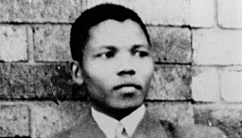 Rolihlahla Mandela nació en un pequeño pueblo llamado Mvezo, en el este de Sudáfrica, el 18 de julio de 1918. Fue la primera persona de su familia en ir a la escuela. (Internet)