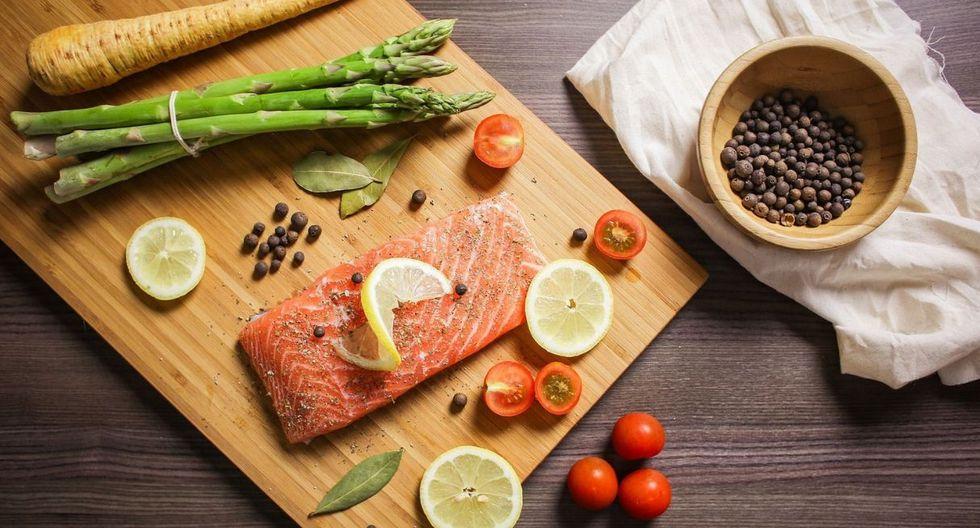 No le quites la piel, esta actúa como una barrera natural entre la parte suave del salmón y la sartén o parrilla, lo protege de una cocción rápida. (Foto: Pixabay)