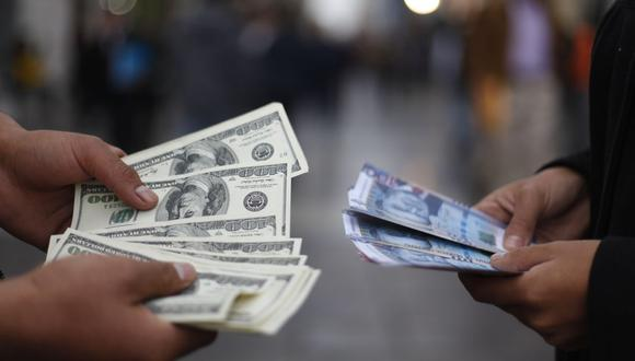 El dólar cerró al alza el lunes. (Foto: José Vidal   GEC)