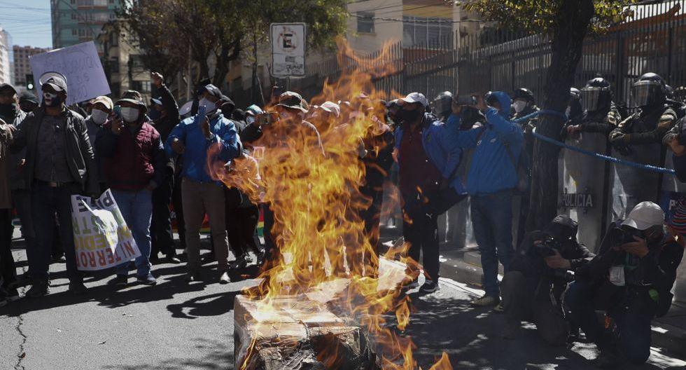 Bolivia: profesores de zonas rurales rompen cuarentena por el coronavirus y marchan contra la educación virtual. (Foto: Juan Karita / AP)