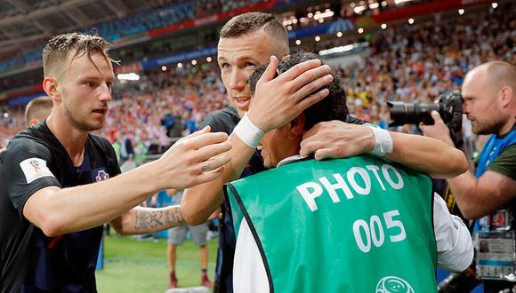 Camarógrafo sufrió la peor parte tras el gol de Mario Mandzukic. (Foto: EFE)