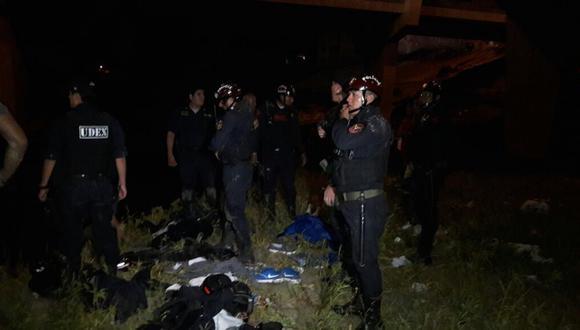 La Policía llegó al lugar para recuperar los cuerpos.