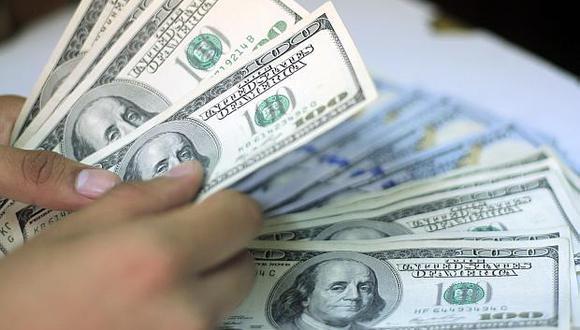 El dólar se vendía aS/3.360 en el mercado paralelo este viernes. (Foto: El Comercio)