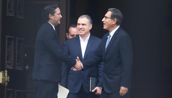 Salaverry fue despedido en la puerta de Palacio por el presidente Vizcarra y el premier Del Solar. (Foto: GEC/ Fernando Sangama)