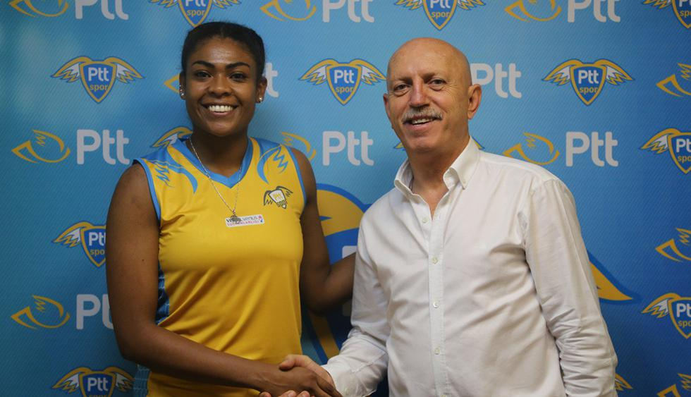 Ángela Leyva se puso la azul y oro del PTT Spor de Turquía. (Foto: PTT Spor)