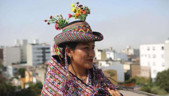 """""""No pude aprender quechua, porque en ese entonces (cuando estudiaba) había mucho racismo. He sufrido el racismo y me chocó, pero luego ya no hice caso"""", declara la artesana (Marco Ramón/Perú21)."""