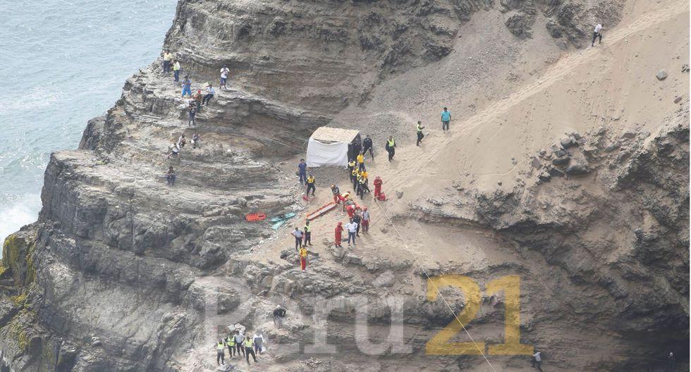 El coronel Dino Escudero, jefe de la División de Control de Carreteras señaló a RPP que el accidente se habría generado tras el choque entre un tráiler y el bus de transporte.