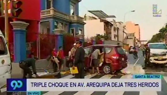 Santa Beatriz: Tres heridos dejó choque en Av. Arequipa. (Latina)