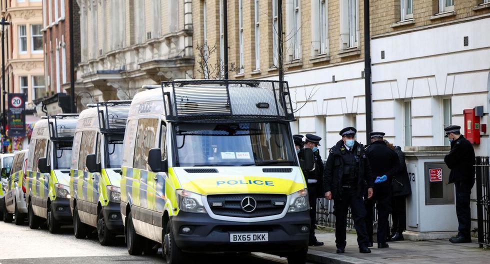 Imagen referencial. Los hombres, mujeres y niños que murieron asfixiados habían pasado al menos 12 horas dentro del contenedor frigorífico, cuyas neveras estaban desconectadas, después de haber pagado unas 10.000 libras (10.900 euros) por cruzar la frontera británica. (Reuters).