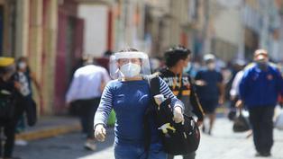 Desde hoy es obligatorio usar protector facial en mercados, supermercados y comercios