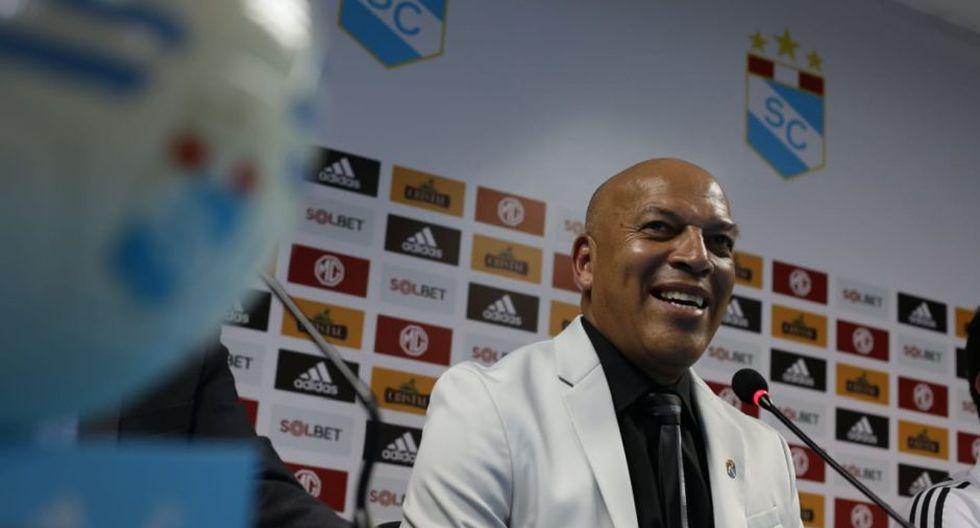 Roberto Mosquera dio conferencia de prensa ante los medios de comunicación. (Foto: Fernando Sangama / GEC)