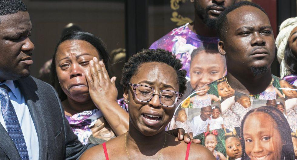 Madre de la menor, de 12 años, reclama a la prensa la negligencia de la funeraria. (Twitter)