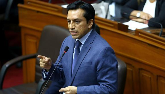 Gilbert Violeta pidió dejar de lado la arrogancia y las amenazas desde el Congreso. (Foto: Agencia Andina)
