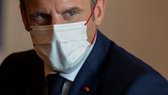 """""""Algunos de ustedes han escuchado rumores falsos, algunos de ellos son basura, hay que decirlo"""", dijo en el video el presidente de Francia, Emmanuel Macron. (Charly TRIBALLEAU / AFP)"""