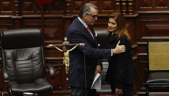 Mercedes Araoz juró como presidenta encargada, pero terminó renunciando un día después. (Foto: GEC)
