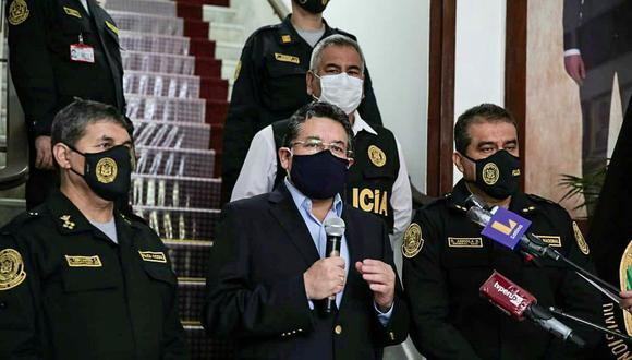 Rubén Vargas enfatizó que las cartas de dimisión de los policías a sus diversos cargos tienen una característica en común, se trata de generales en situación de retiro de la PNP.  (Mininter)