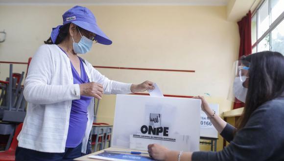 Indecisos. Un 36.9% de electores votaría en blanco o viciado, según el simulacro de Datum. (GEC)