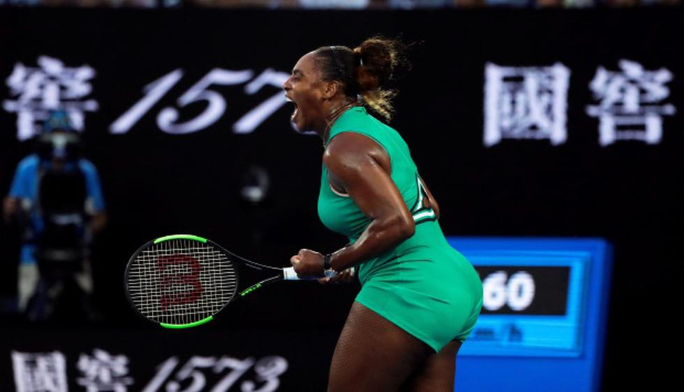 La tenista estadounidense Serena Williams reacciona ante la rumana Simona Halep durante el partido de octavos de final que enfrentó a ambas este lunes en el Rod Laver Arena en Melbourne. (Foto: EFE)