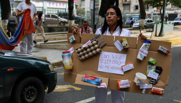 Ante la crisis en Venezuela, ciudadanos bloquean calles con el fin de poder obtener recursos de primera necesidad. (Foto: EFE)