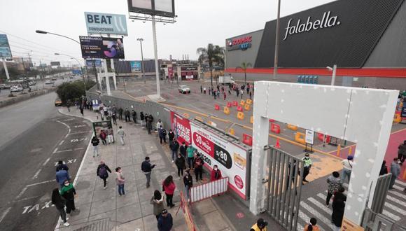 Centros comerciales como Megaplaza atienden al público con el aforo al 50 %. (Foto: GEC)