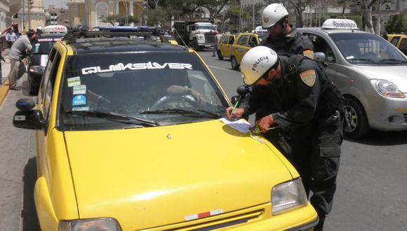 Taxis en la mira de ladrones. (Fabiola Valle)